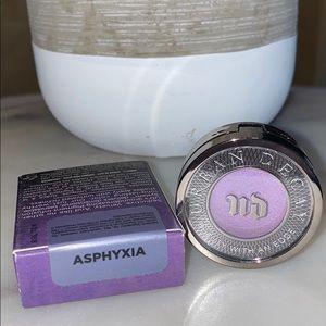 Urban Decay Eyeshadow in Asphyxia || New
